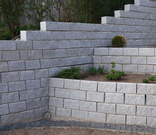 gnsmauersteine unser unternehmen bietet dienstleistungen im bereich der granit gartenmauerm. Black Bedroom Furniture Sets. Home Design Ideas